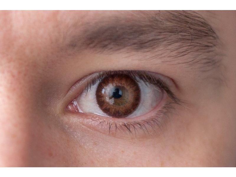 Barva Brown na hnědém oku