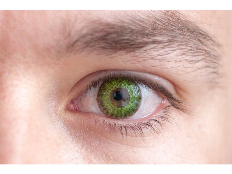 Barva Fresh green na hnědém oku